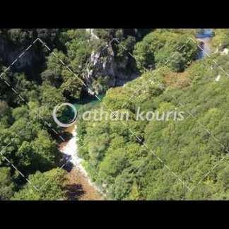 αγορά πλάνα βίντεο on line Πέτρινο γεφύρι Βοϊδομάτη στην Κλειδωνιά διάρκειας 18 sec V-1005