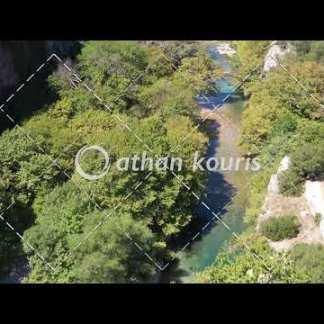 αγορά πλάνα βίντεο on line Πέτρινο γεφύρι Βοϊδομάτη στην Κλειδωνιά διάρκειας 20 sec V-1004