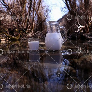 photo ποτήρι κανάτα Γάλα P-10012 αγορά φωτογραφία ποτήρι και κανάτα με γάλα on line