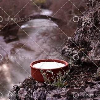 photo Γιαούρτι P-10004 αγορά φωτογραφία γιαούρτι σε πήλινο σκεύος on line