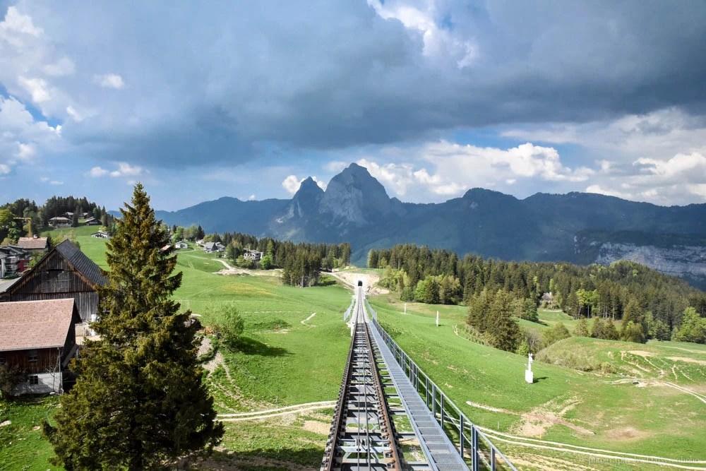 Stoos登山纜車, 世界最斜纜車, 世界最陡纜車, 瑞士纜車, 瑞士自助, 瑞士自由行, Schwyz, Stoos 交通, Swiss Pass, 瑞士火車通行證, Swiss Travel Pass, 瑞士花粉