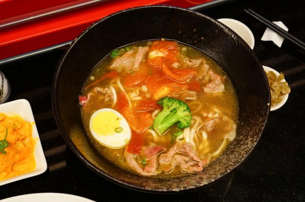 美福牛肉麵, 愛熟成21牛肉麵, 美福牛肉麵價格, 半筋半肉, 寬麵條, 台灣牛肉麵