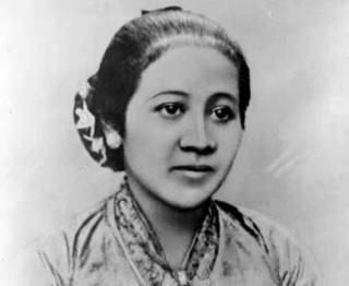 Repro negatif potret RA. Kartini (wikipedia)