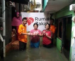 Penyerahan Bantuan Kornet Superqurban kepada Warga Petogogan Kebayoran Baru Jakarta Selatan, Kamis. (Dok. Rumah Zakat)