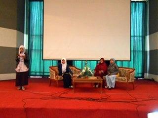 Talk show Kemuslimahan yang diselenggarakan hari Ahad (31/3/2013) dalam rangka RAPIMNAS FSLDK (Rapat Pimpinan Nasional Forum Silaturahmi Dakwah Kampus) 2013. (Dok LDK Janur UNAIR)
