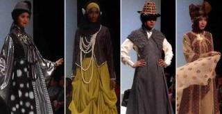 "Koleksi Boyonz Ilyas, Merry Pramono, Nuniek Mawardi, dan Zikin, dalam sesi ""Chic dan Embellishment"" dalam show di Indonesia Islamic Fashion Fair, Jakarta Convention Center, Jumat (31/5/2013). (kmc)"