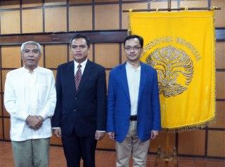 Dari kiri Kekanan: Dr. Donny Tjahja Rimbawan (baju putih), Dr. Firman Kurniawan Sujono (baju hitam) dan Dr. Guntur Freddy Prisanto (baju biru)