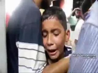 "Banyak korban yang berjatuhan pada peristiwa pembantaian di Rab'ahm Mesir, Rabu lalu (14/8/2013), termasuk kaum ibu. Seorang anak menangis melihat ibunya bersimbah darah, sambil berteriak, ""bangun mama... bangun mama..."""