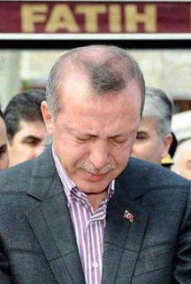 PM Turki Erdogan saat Shalat jenazah untuk ribuan para syuhada yang dibunuh semalam.
