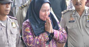 Gubernur Banten, Ratu Atut Chosiyah ditetapkan sebagai Tersangka oleh KPK dalam kasus sengketa Pilkada Lebak (Foto:vivanews)