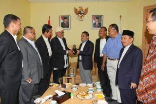Presiden Parti Islam Se-Malaysia (PAS), Dato' Seri Abdul Hadi bin Awang bersama Presiden PKS Anis Matta (foto: kabarpks.com)