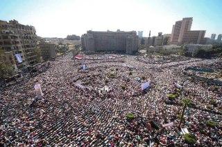 Ilustrasi - Rakyat Mesir berkumpul di Tahrir Square Mesir, saat tumbangnya rezim otoriter Husni Mubarak, 25 Januari 2011. (Foto: mosaabelshamy.com)