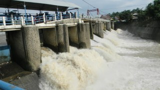 Bendungan Katulampa di Sungai Ciliwung Bogor yang mengalir ke Jakarta. (foto: nrmnews.com)