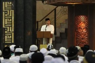 Menag Suryadharma Ali saat memberi sambutan pada acara Dzikir Nasional di Masjid At-Tiin Jakarta, Selasa 31/12/13 (foto: kemenag.go.id)