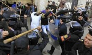 Salah satu bentuk kekejaman polisi kudeta (almesryoon.com)
