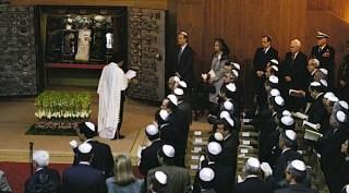 Yahudi Sephardic di sebuah sinagog di Spanyol (forward.com)
