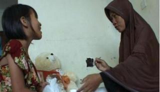 Aisyah akhirnya bisa bertemu dengan ibu kandungnya, Sugiarti - Foto: viva.co.id