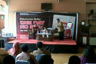 Wali Kota Depok, Nurmahmudi Ismail dalam peluncuran bukunya One Day No Rice (ODNR) di Islamic Book Fair, Sabtu (8/3) - Foto: okezone.com