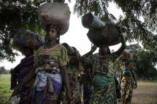 Pengungsi menyelamatkan diri dari pembantaian milisi Kristen Afrika Tengah (unhcr-arabic.org)