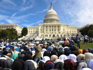 Muslim Amerika melakukan shalat di capitol hill, AS (Ilustrasi) - Foto: flickrhivemind.net