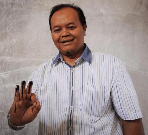 Hidayat Nur Wahid usai melakukan pencoblosan - tajuk.co