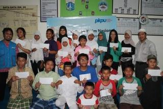 PKPU memberikan beasiswa kepada 150 anak yatim di Jakarta - Foto: kis/PKPU