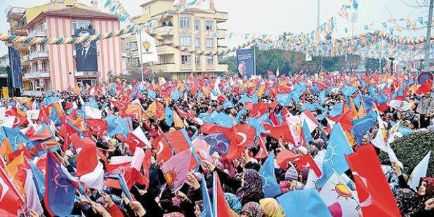 Suasana kampanye pemilu AKP Turki pada tanggal 28 Februari di Kuvayi Milliye Square, Balikesir, Turki. (Foto: DHA/todayszaman.com)