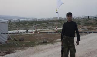 Personil pejuang revolusi menjaga kamp (aljazeera)
