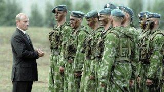 Putin saat menginspeksi militer Rusia (anbamoscow.com)