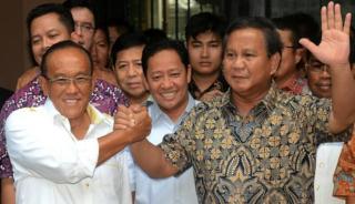 Aburizal Bakrie (Golkar) dan Prabowo Subianto (Gerindra) - (viva.co.id)