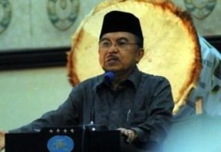Ketua Dewan Masjid Indonesia, Jusuf Kalla - (alimoel.wordpress.com)