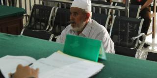 H. Thalib bin Seb bin Thalib, di vonis 30 bulan karena terbukti menjual air zamzam palsu. (kompas.com)
