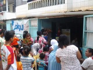 Pondok Gizi di Posyandu Teratai Kampung di Kampung Nutrisi, kelurahan Pampang, Kamis, 26/6/14.  (anissa/pkpu)
