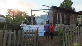 PKPU bekerjasama dengan ICNA Canada-HAI United Kingdom dan IKRAM Malaysia memberikan bantuan kepada korban topan Yolandi Filipina.  (apn/pkpu)