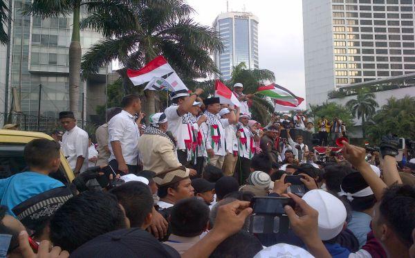 Aksi solidaritas di Bundaran HI untuk rakyat Palestina di Jalur Gaza, Jumat, 11/7/2014 (okezone.com)