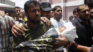 Seorang ayah membopong bayinya yang menjadi korban serangan Israel (SkyNews)