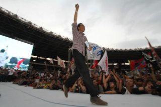 Capres Joko Widodo saat tampil dalam konser salam dua jari di GBK Jakarta, Sabtu 5/7/14.  (solopos.com)