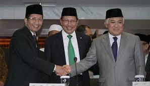 Menteri Agama Lukman Hakim Syaifuddin (tengah), bersama Wamenag Nazaruddin Umar (kiri), dan Ketua MUI Din Syamsuddin (kanan).  (tempo.co)