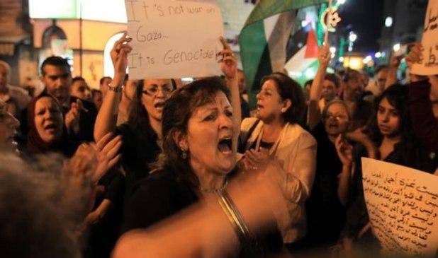Warga Palestina turun ke jalan di Tepi Barat memprotes agresi Israel ke Gaza. (Aljazeera)