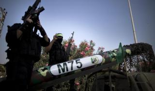 Brigade Izzuddin Al-Qassam siap dengan roketnya (Aljazeera)