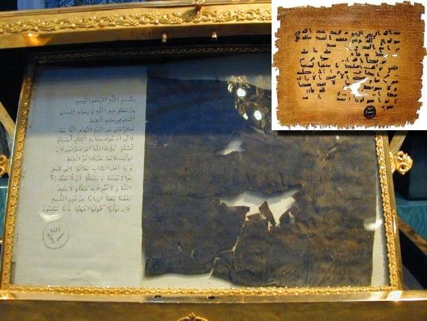 Surat Nabi Muhammad SAW untuk Al-Muqauqis salah seorang penguasa di Mesir, serta replikanya. (travel.maktoob.com)
