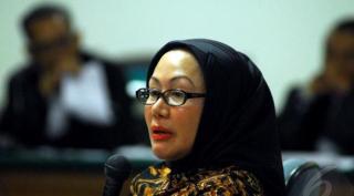 Gubernur Banten non-aktif, Ratu Atut Chosiyah jadi terdakwa dalam kasus sengketa Pilkada Kabupaten Lebak, banten.  (liputan6.com)