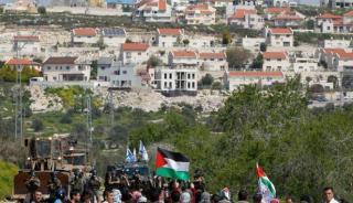 Warga Palestina berdemo di depan pemukiman Yahudi di Nablus (viva.co.id)