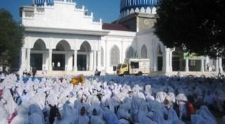 Dzikir Akbar Masyarakat Bireun Aceh.  (ilustrasi).  (koranbireuen.com)