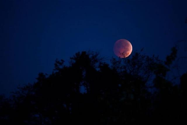gerhana-bulan-2014-10-08-04