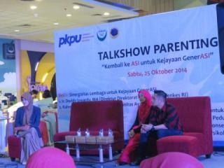 Talkshow Parenting dalam rangka Hari ASI Sedunia bersama presenter Irfan Hakim,  Sabtu (25/10/14).  (Anisa/kis/pkpu)