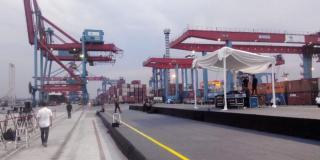 Sebuah panggung berukuran 10 x 15 meter persegi tampak telah terpasang di Terminal III, Dermaga 300., Tanjung Priok. (Kompas)