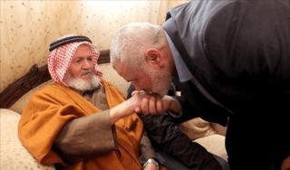 Mohammed Taha bersama PM Ismail Haniya.  (tajuk.co)