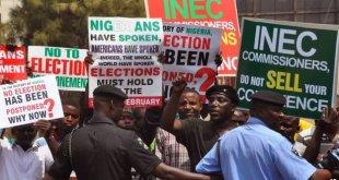 Aksi unjuk rasa Sabtu kemarin menentang penundaan pilpres (bbc.co.uk)