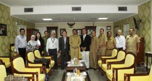 Wakil Gubernur (Wagub) Sumut Ir H Tengku Erry Nuradi MSi menerima audiensi Konsulat jenderal (Konjen) Jepang di Medan, Mr Yuji Hamada dan rombongan ahli air di ruang kerjanya kantor Gubernur, Jalan Diponegoro Medan, Senin (16/2/2015).